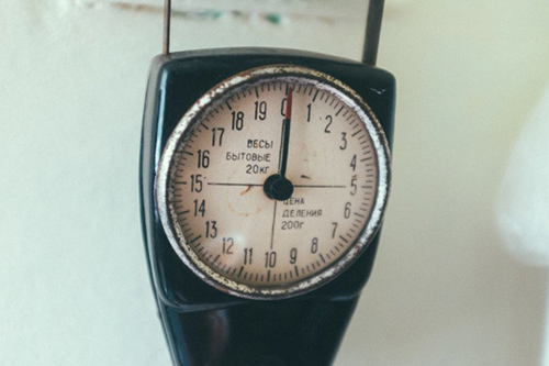 59-1 old-fashioned kitchen scale